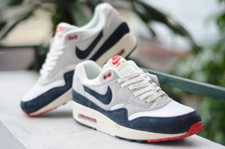 Air-Max-1-VNTG-Wht-Navy-Red-03.jpg