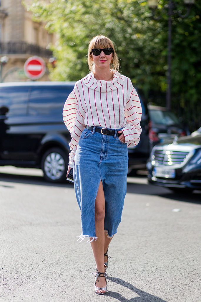 Stradă style in a denim skirt and stripes