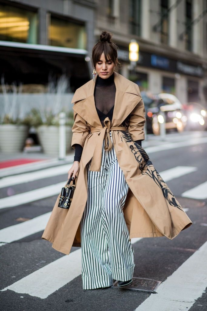 Stradă style photo striped pants and trench coat