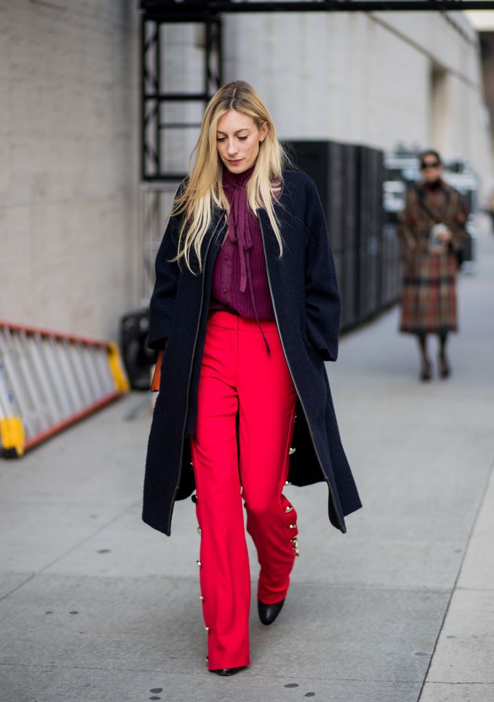 Stradă style woman red pants