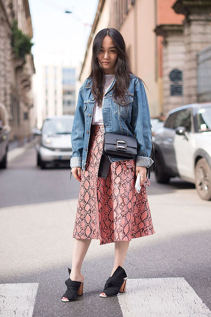 Улица style denim jacket and long skirt