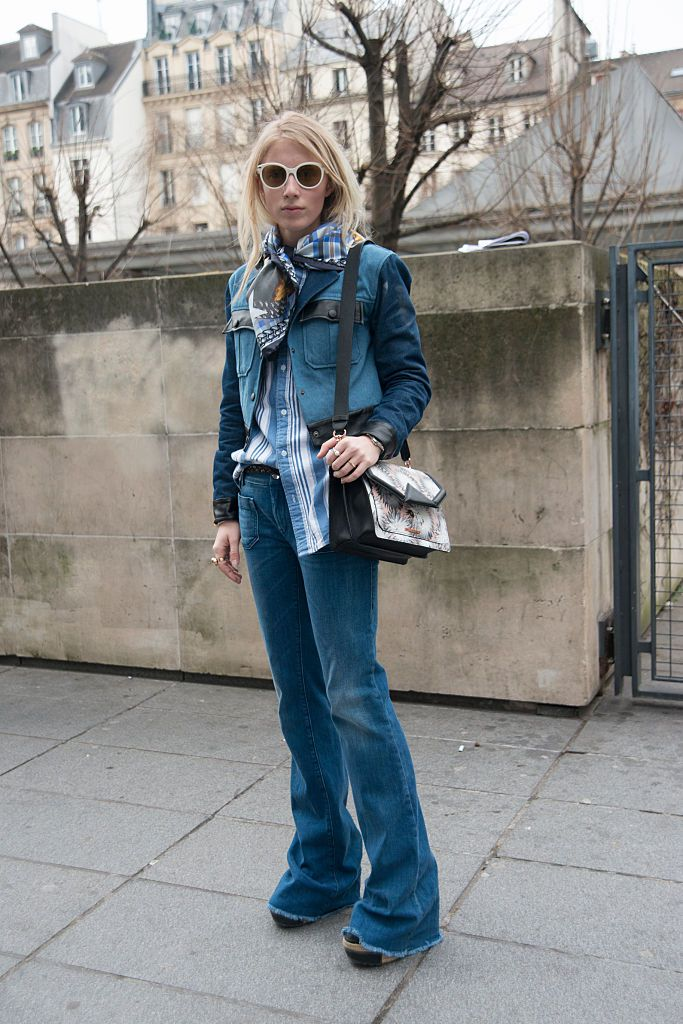 Kettős denim weekend style with flare jeans