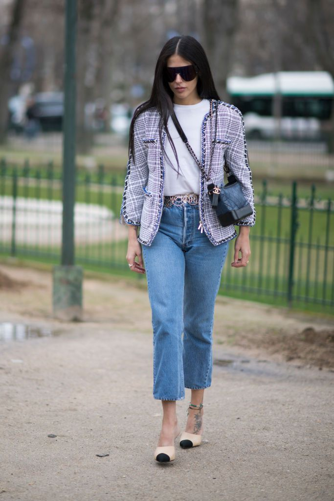 ถนน style in jeans and a tweed blazer