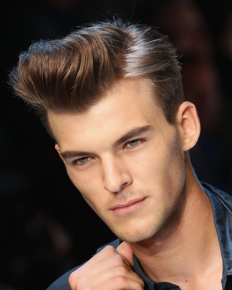 manlig model with pompadour hairstyle