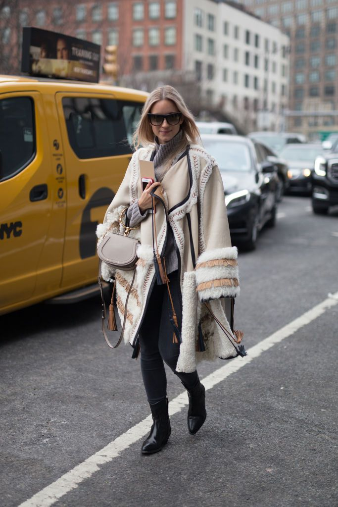 Gata style in faux fur coat and skinny jeans