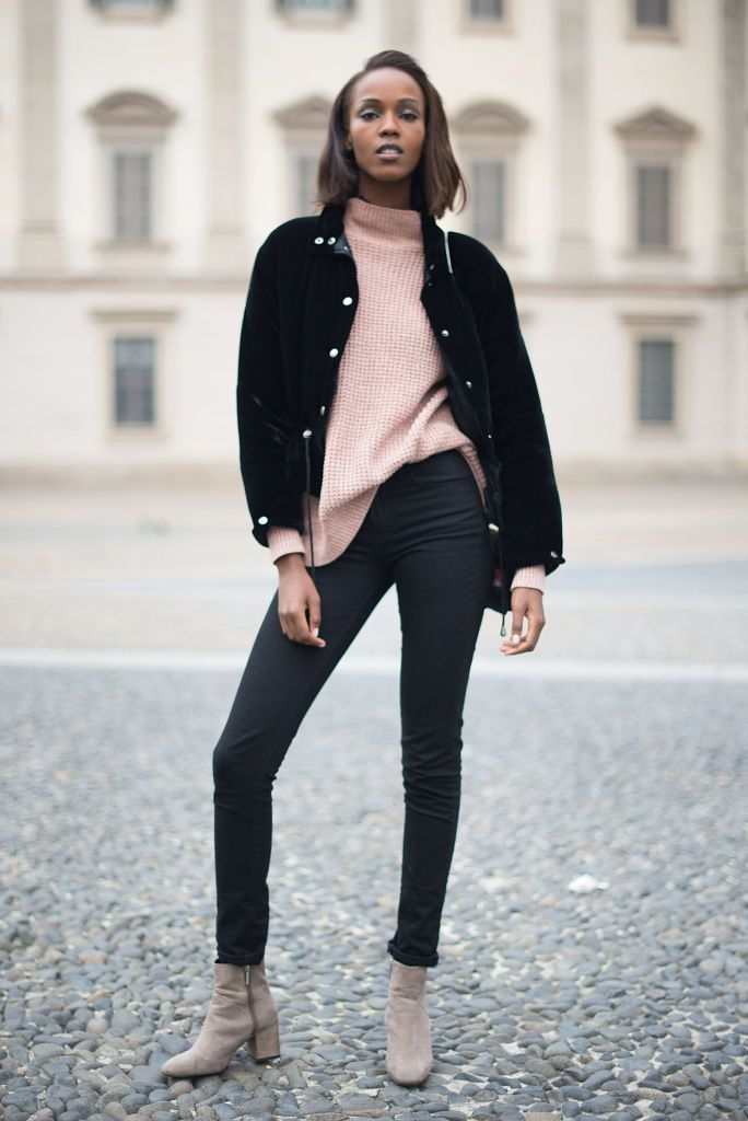 Gata style - pink sweater and black jeans