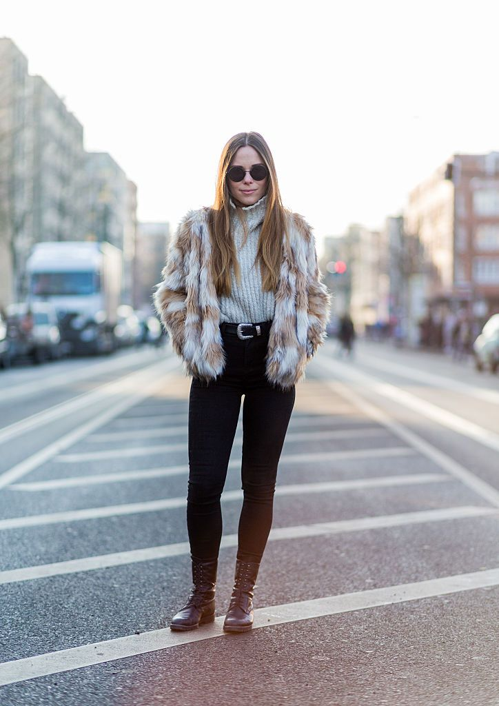 Gata style winter outfit in faux fur and jeans