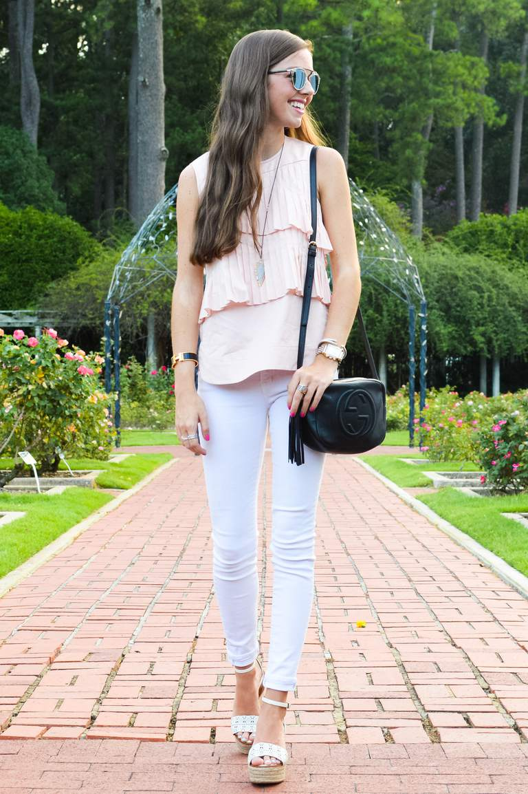 Gata style in pink top and white skinny jeans