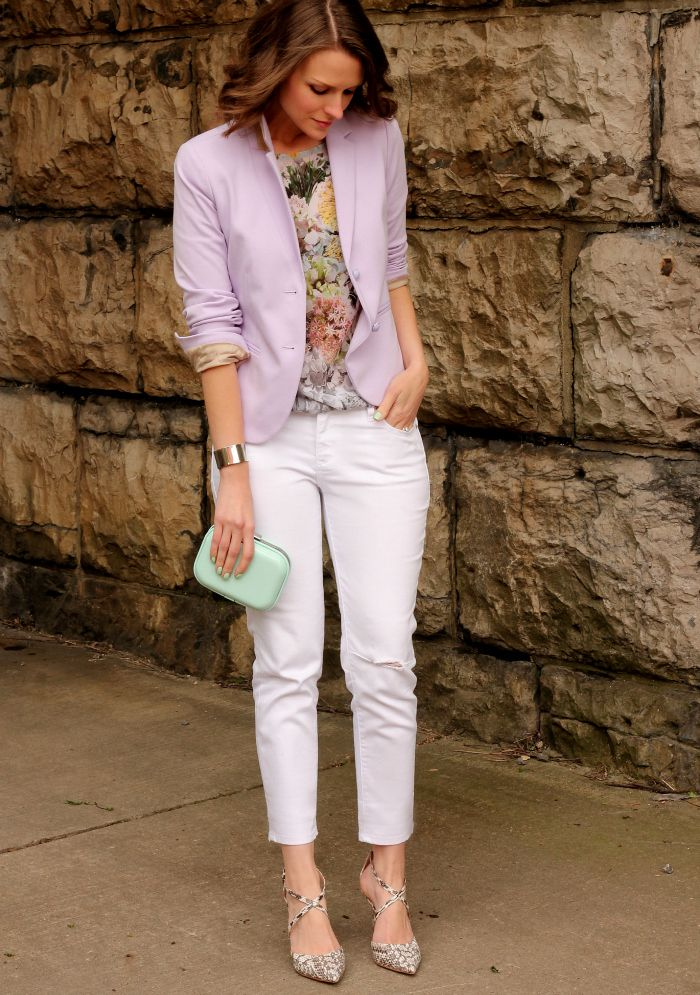 Rosa blazer and white jeans outfit - street style fashion