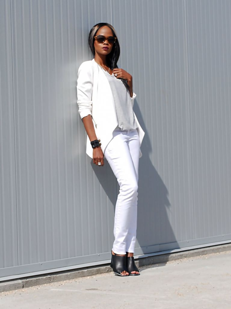 Chic street style outfit in white blazer and white skinny jeans
