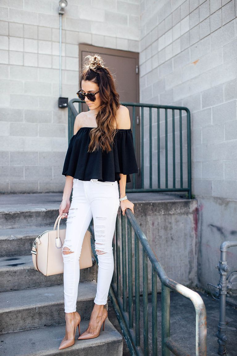 Gata style black top and white jeans outfit