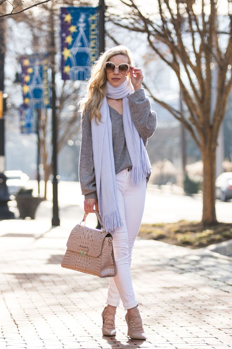 Gata style fall outfit in white jeans