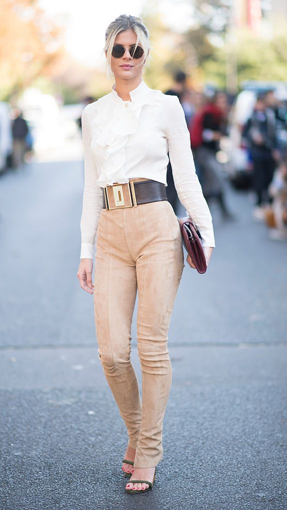 सड़क style woman in pants and white shirt