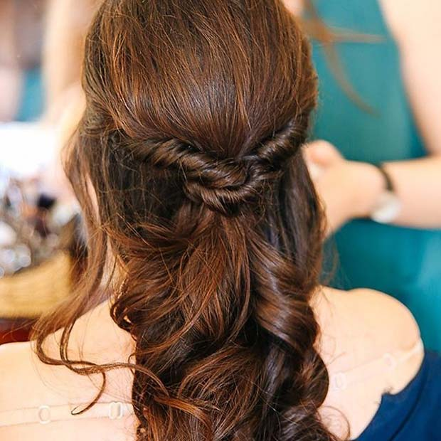 Jumătate Up Half Down Twist Hair Prom Idea