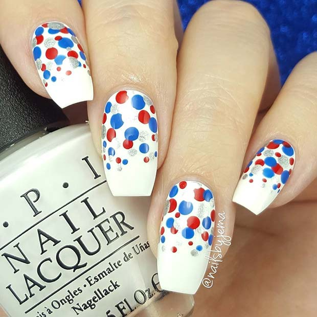 แดง Blue and Silver Polka Dot Nails