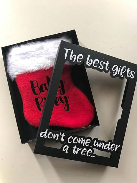 बच्चा Christmas Stocking Pregnancy Announcement