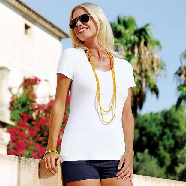 תוססת Accessories with T-shirt and Shorts for Casual Summer Outfits