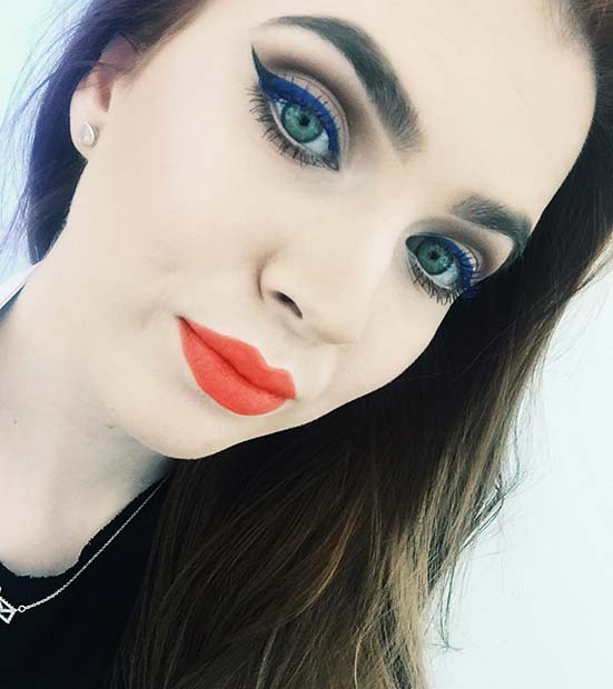 Плави Eyeliner and Bright Lipstick Spring Makeup Idea