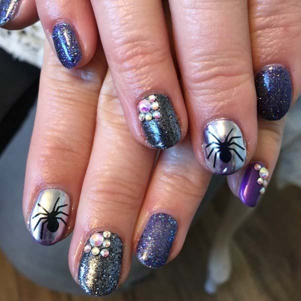 Păianjen Accent Nail Design for Halloween Nail Designs