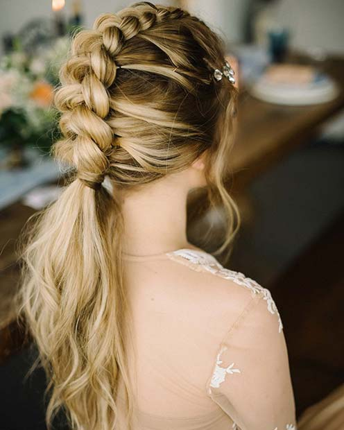 Fläta into a Ponytail Formal Hairstyle