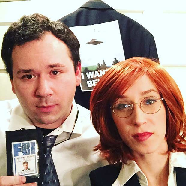 मुलडर and Scully DIY Couple Halloween Costume