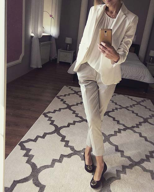 Fény Suit and Flats Work Outfit Idea