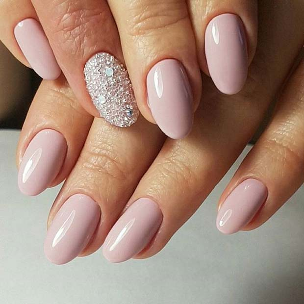 गुलाबी Manicure with Sparkly Accent Nail for Elegant Nail Designs for Short Nails