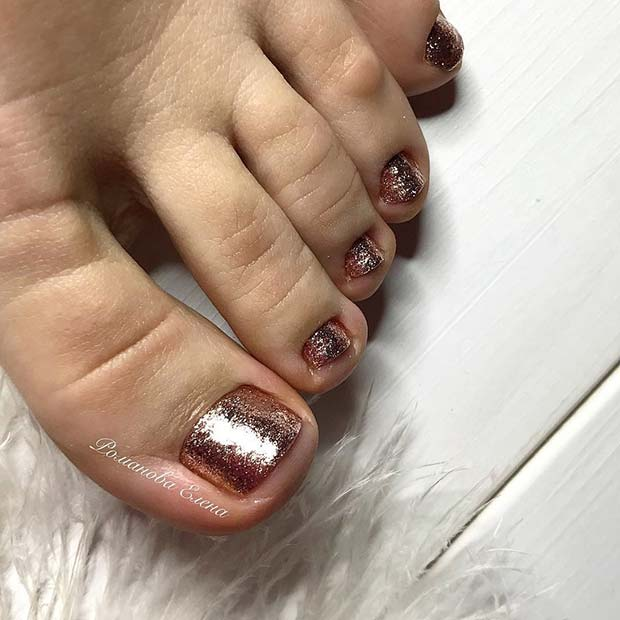 Елегантно Rose Gold Toe Nails