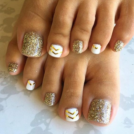 бео and Gold Toe Nail Design