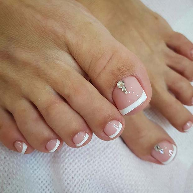 Elegáns French Pedicure with Rhinestones
