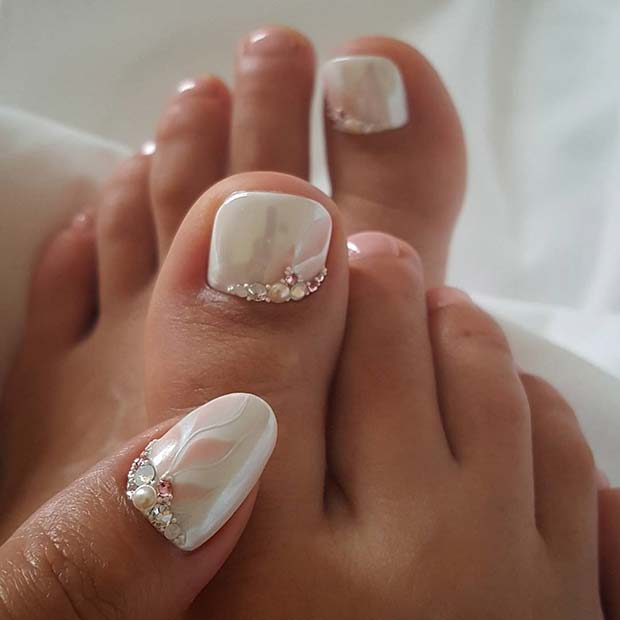 Elegáns White Manicure and Pedicure