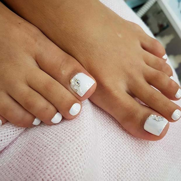 Fehér, Elegant Toe Nail Design with Rhinestones