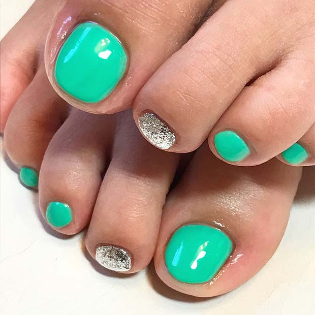 Vibráló Green Toe Nail Design with Glitter