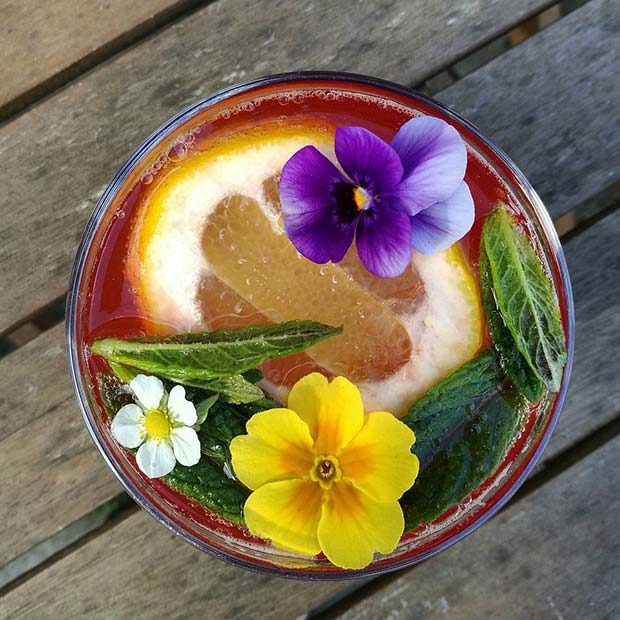 Vară Floral Punch for Girly and Delicious Summer Cocktails