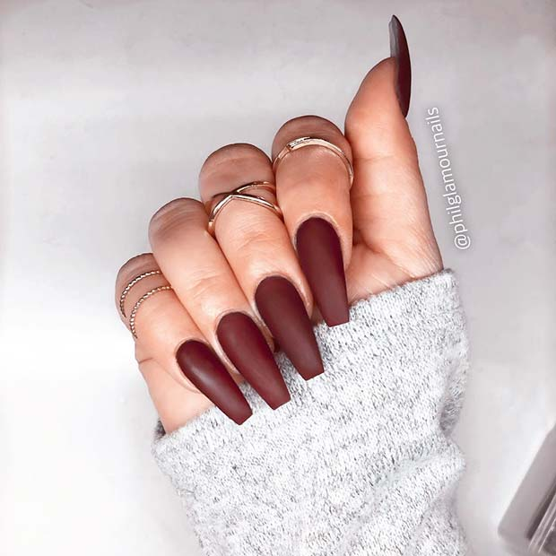 Šik Matte Coffin Brown Nails