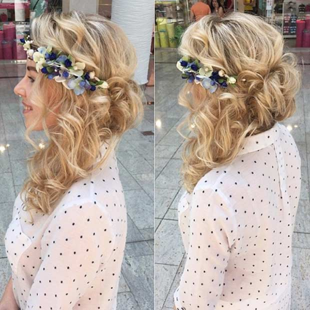 Creț Hairstyle with Flowers for Prom