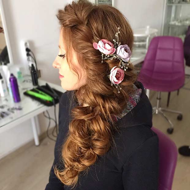 Mare Curly Hair to the Side with Flowers