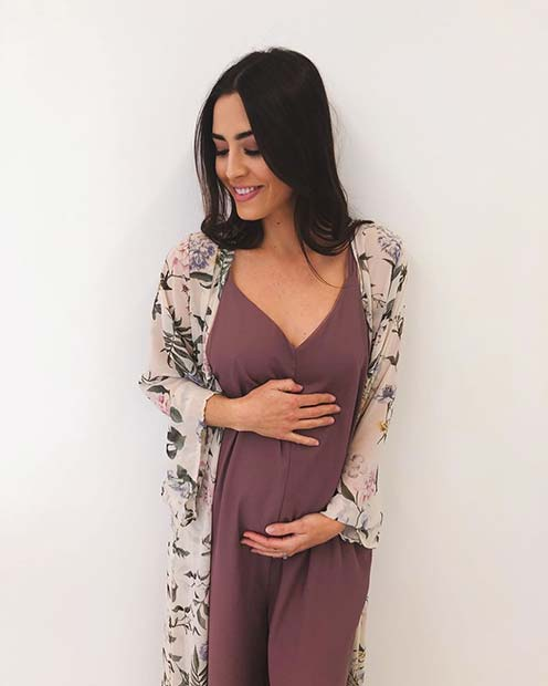 Светло Dress and Kimono Maternity Outfit