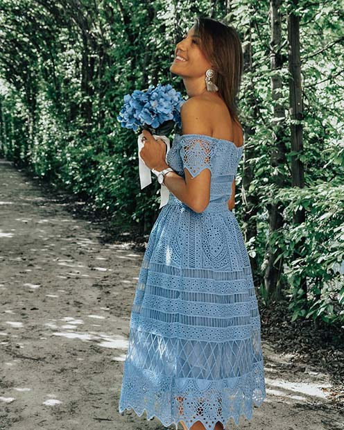 สวย Blue Off-the-Shoulder Lace Dress