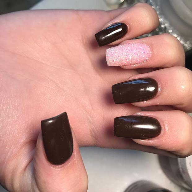 jesenski Brown Nails with Pink Accent Nail for Fall Nail Design Ideas