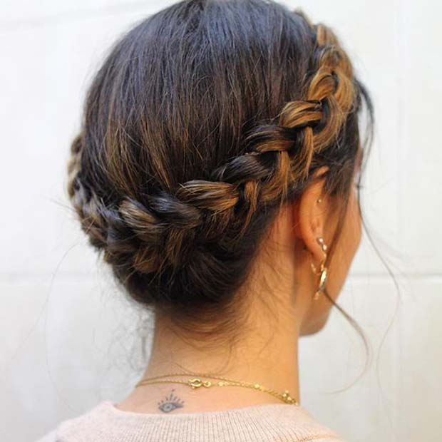 लट में Crown for Prom Updo Idea