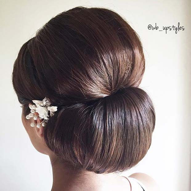 चिकना Chignon Updo Idea for Prom
