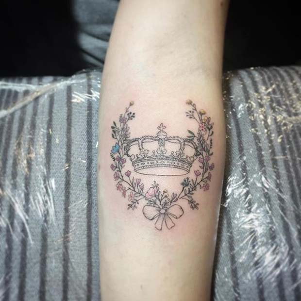 น่ารัก Floral Crown Tattoo Idea for Women
