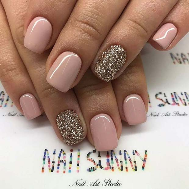 Једноставно Neutral and Glitter Prom Nail Design for Short Nails