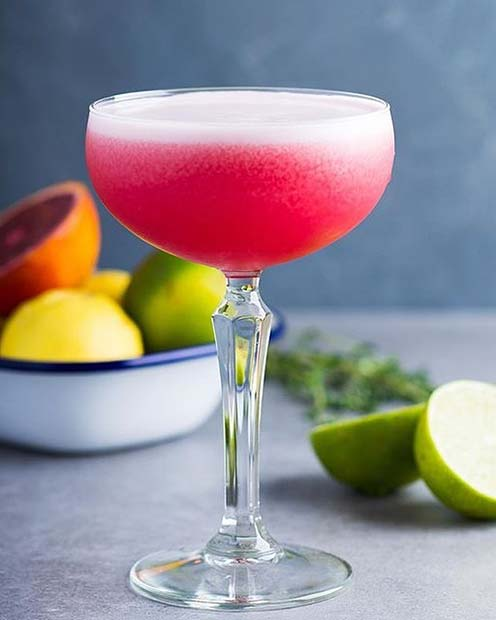Klöver Club Raspberry Pink Fruity Summer Cocktail Idea for Women