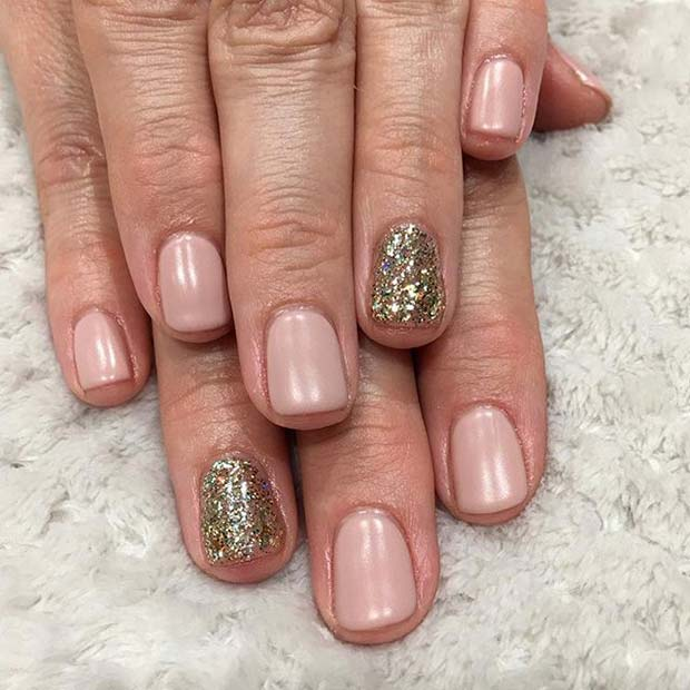 Rózsaszín Manicure with Gold Glitter Accent Nail for Glitter Nail Design Idea
