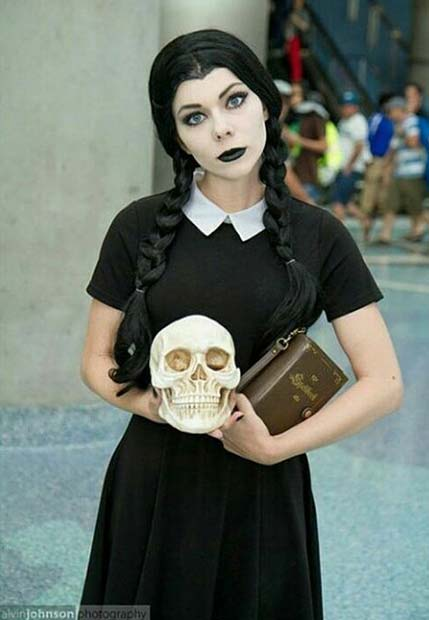 Sreda Addams for Halloween Costume Ideas for Teens