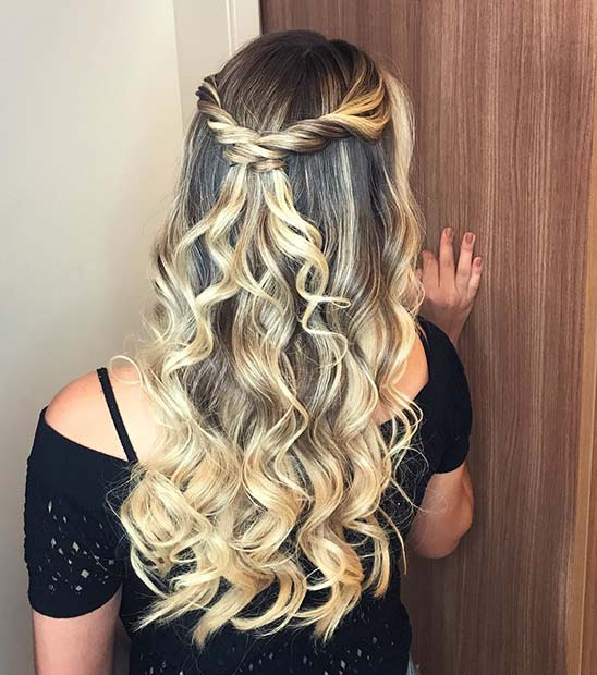 Лоосе Curls and Twists Half Updo