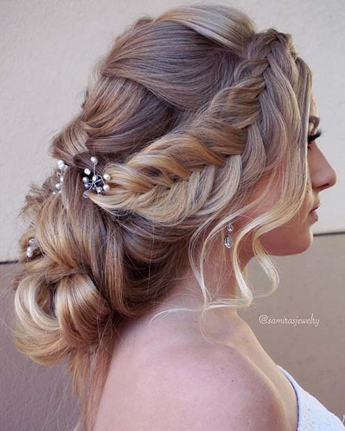 Запањујуће Accessorized Updo for Prom
