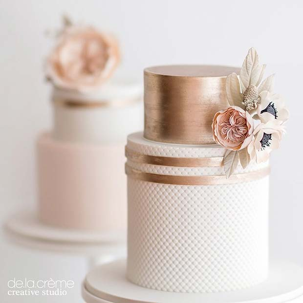 Reste sig Gold Wedding Cake with Flowers